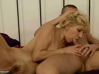 Babi gets ji poraščeni muca zajebal težko