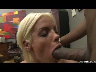 Pene loving jordan blue whacks suo enjoyable throat con un succosa monstrous vulva
