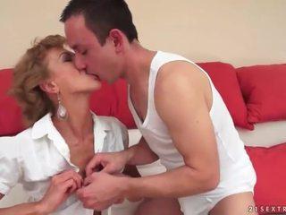 Budak lelaki seks / persetubuhan panas matang si rambut perang