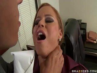 Pomo paukutti hänen sihteeri