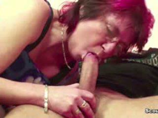 Mutter erwischt stief-sohn beim porno gucken und fickt ihn