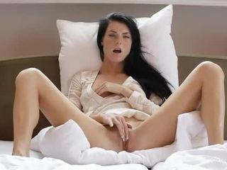 Doce gaja margot masturbates dela cona