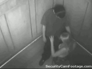 Miang/gatal pasangan pada elevator keselamatan kamera