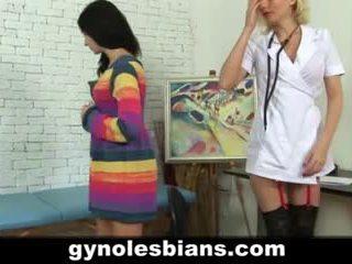 Lesbietiškas gynecologist seducing pacientas