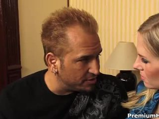 Prsnaté blondýna aimee addison gets a hardcore jebanie