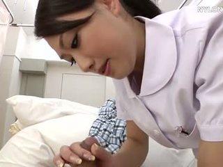 Panty verpleegster in blank kniekousen