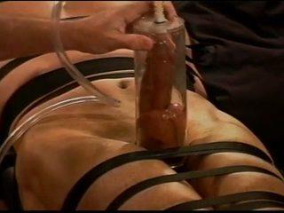 Extrem vacuum pumping kuk och boll tortyr på muscle guy