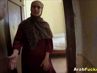 Беден arab момиче desperate за пари в брой sucks и fucks