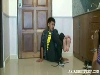 zēns, pēdas, jauniešu āzijas jaunavas