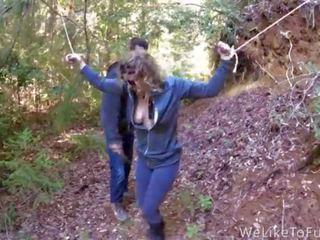 Punishing daži kuce uz the mežs un jāšanās viņai senseless
