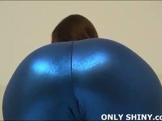 Này chặt chẽ blue vải thun hugs của tôi curves
