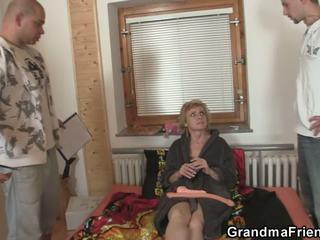 grannies, परिपक्व, तिकड़ी, ओल्ड + युवा