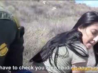 Seksi latin babe kimberly gates gets pounded oleh patrol lelaki