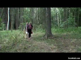 Barmfager besta having moro i den skog