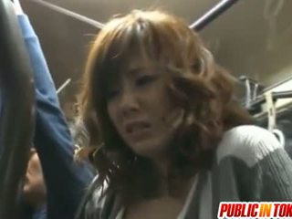 Yuma krūtinga sucks shlongs į autobusas