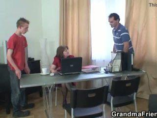 三人行 辦公室 他媽的 同 奶奶 <span class=duration>- 6 min</span>