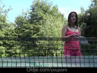 Cutie velký ňadra dospívající kohout hluboké kouření drilling a chaotický obličejový venkovní video