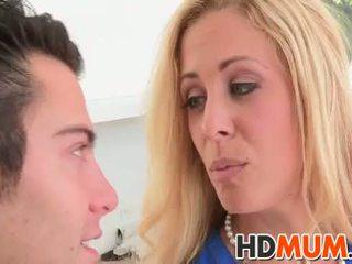 Licking lessons com mum
