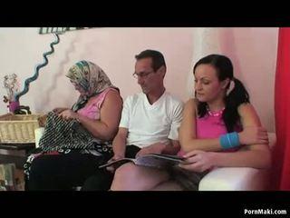 รุ่นยาย ผู้หญิงสองผู้ชายหนึ่ง เซ็กส์สามคน