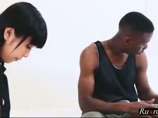 Japanese tutor tries to tame a black anaconda