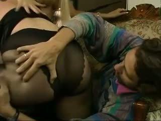 बड़े स्तन, milfs, रेडहेड्स, तिकड़ी