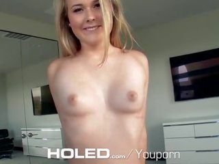 Holed seksuālā blondīne alyssa cole shoves loceklis uz viņai pakaļa hole