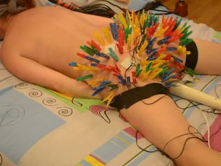 100 clothespins জোড়া buttocks পাওয়া তার unusual আনন্দ