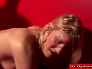 Seksikäs ja todellinen hollantilainen slut giving cocksuck kohteeseen matkailualueen