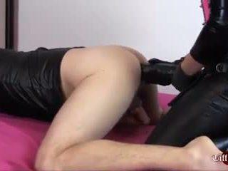 Kinky Tiff Naylor Fucks Sissys Tight Ass Deep with Huge