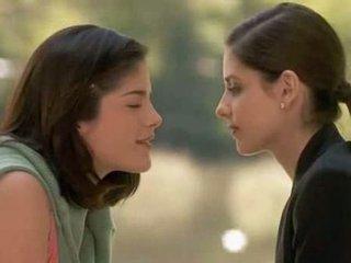 Sarah Michele Geller and Selma Blair kiss