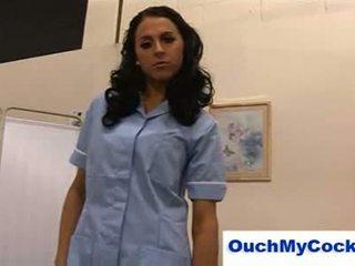 意地の悪い 看護師 louise jenson gives 患者 a harsh 手コキ