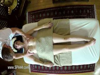 Fies masseur deepfucking seine customers