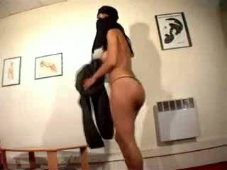 Akt arab dívka wearing hijab masturbates