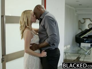 Blacked nxehtë bjonde vajzë cadenca lux pays larg boyfriends debt nga qirje bbc