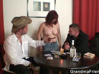 Nenek double penetration selepas card permainan