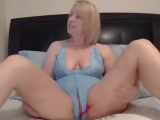 MILF in Lingere: Free Pussy Porn Video 0e