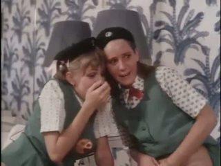 Gadis scouts belajar tentang seks