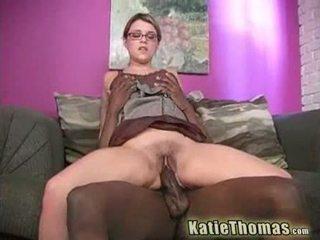 Katie joc cu o uriaș negru pula
