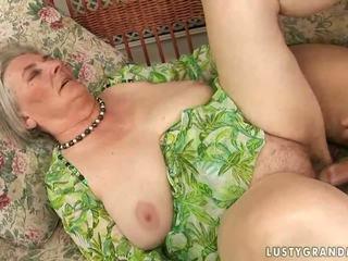 Дуже старий грудаста бабуся enjoying гаряча секс
