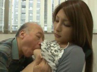 Kínai youngster has neki diminutive labia got laid által an érett fiú