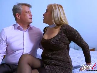 hottest toys, real kissing action, fun old thumbnail