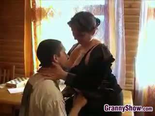 امرأة سمراء, كبير الثدي, ريمكس