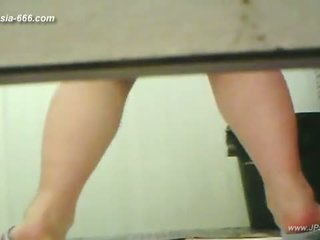 chinese girls go to toilet.3