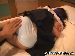 Azijke šola punca gets tied up za a bdsm presenečenje