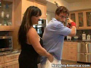 skutočný brunetky čerstvý, skutočný prsia zadarmo, kuchyne zadarmo