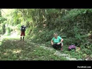 Gordinhas vovó takes dicking em o floresta