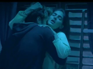 Karishma Sharma Ragini MMS Returns Hot Makeout Scene