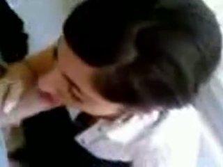 Turkkilainen tyttö kanssa kuuma koekäytössä giving pää