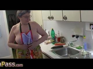 Gjysh masturbate me lesh pidh përdorim dildo dhe cucumb