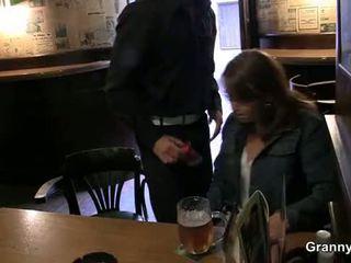 Vechi tarfa picked în sus în the bar și screwed